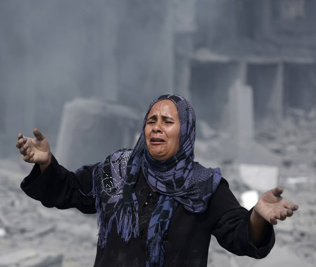 A Palestinian woman weeping as she sees destroyed homes in Gaza. Photo by globalnews.ca
